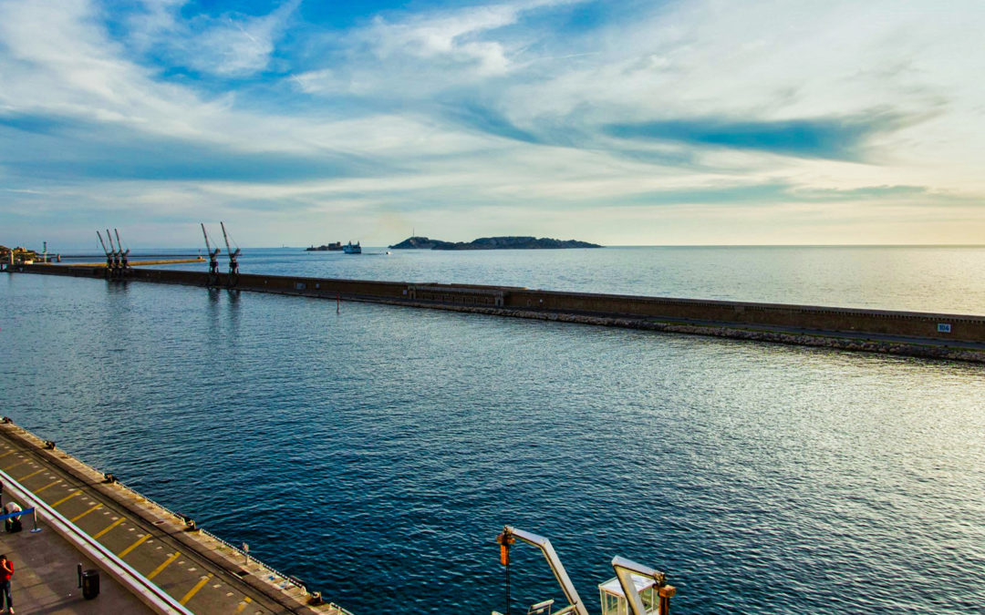 La digue du large : éternel témoin du passé industriel de Marseille